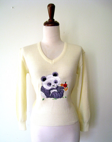 V Neck Cream PANDA Sweater, vintage 70s