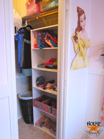 Kinsey_Room_floating_shelves_02