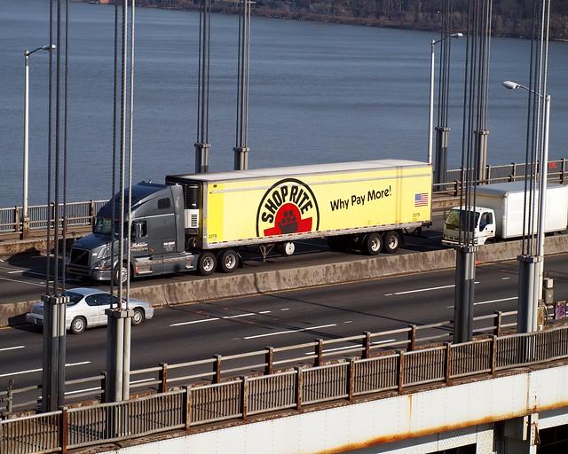 Shop Rite Truck On The George Washington Bridge New York