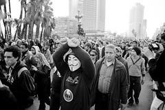 Protesters crossing Galaa Bridge into Tahrir and Maspero المسيرة تعبر كوبري الجلاء في جمعة الغصب ٢٧ يناير ٢٠١٢