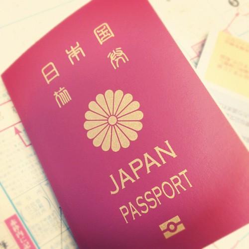 パスポートできた!赤いのは人生初。
