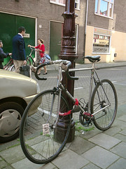 Raleigh Qasar racefiets (traditional racing bicycle, v�lo course traditionnel), Amsterdam, Douwes Dekkerstraat, 06-2011