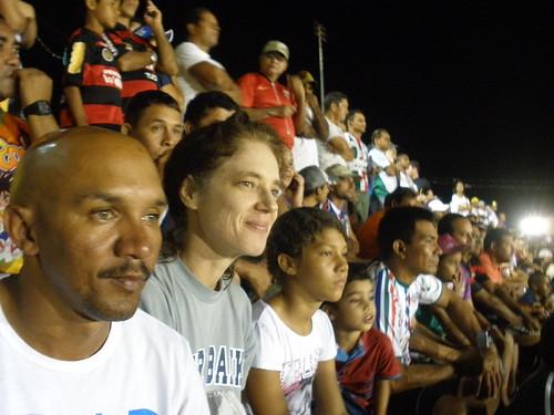 Membros da equipe de campo assistem ao jogo Tucuruí x São Francisco.