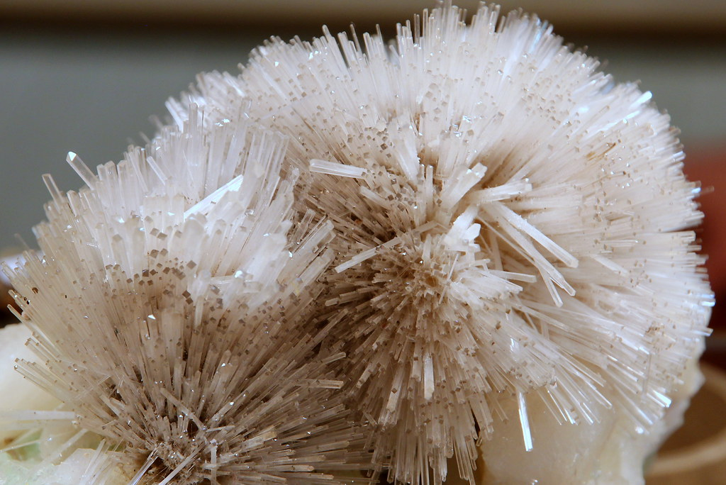 Cristaux de Scolecite: alumino-silicate de calcium hydraté ...