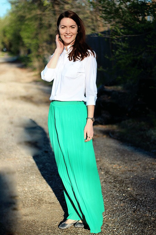 green-maxi-skirt-white-buttondown3