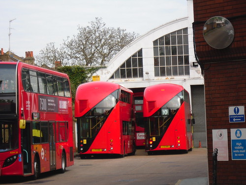 London United LT155, LT149, Stamford Brook Garage