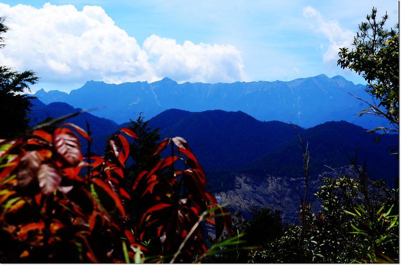 榛山山頂東南眺聖稜線