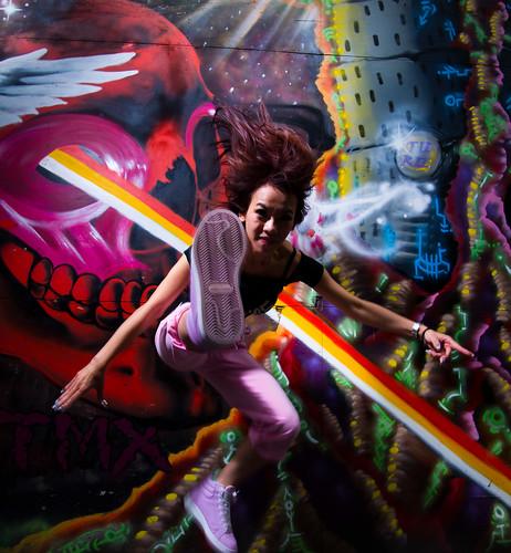 [フリー画像素材] 人物, 女性 - アジア, 蹴る・キック, 跳ぶ・ジャンプ, 台湾人 ID:201112020200