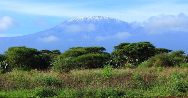 Monte Kilimanjaro visto desde el Parque Nacional de Amboseli, Kenia
