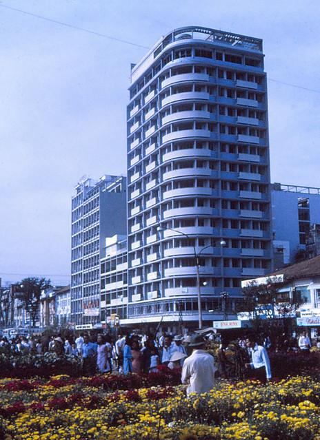 SAIGON 1970 - Chợ hoa Tết đường Nguyễn Huệ - Palace Hotel