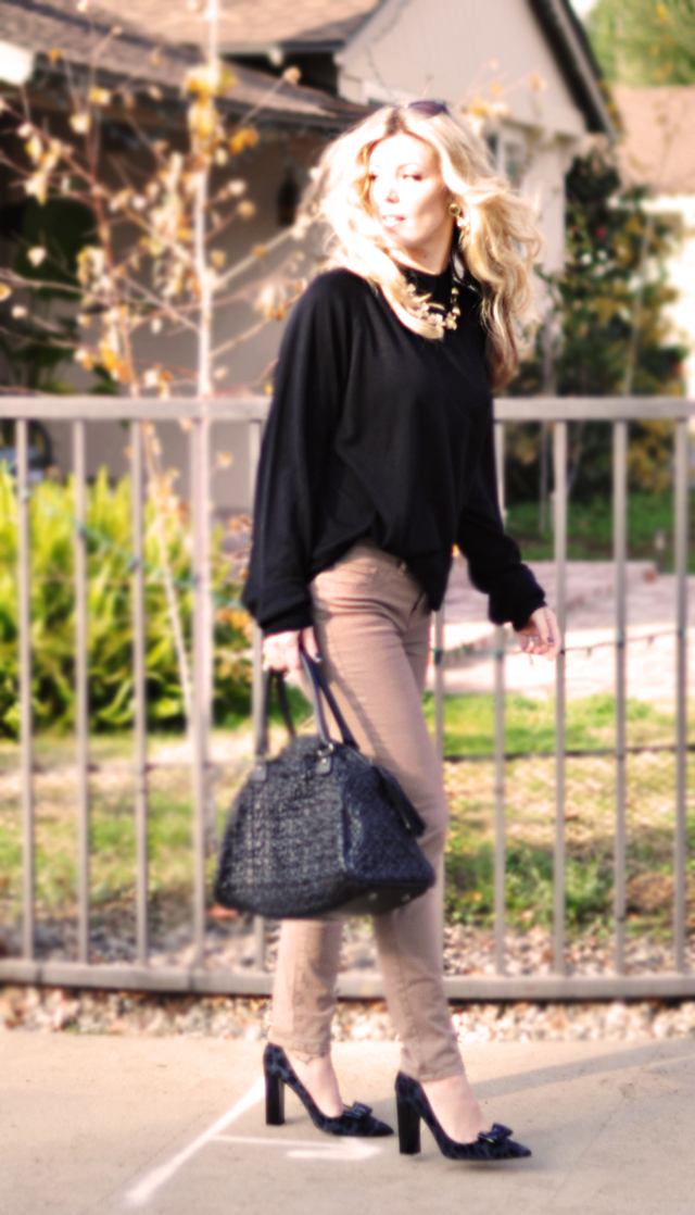 black and taupe outfit-sweater and jeans-kate spade shoes