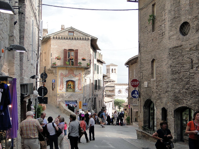 st francis and st clare assisi crowded city