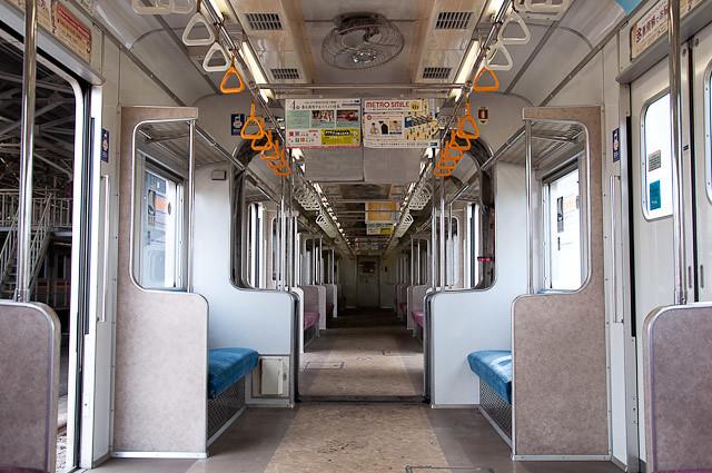 東京メトロ千代田線6000系 6106F 車内 キノコ型貫通路