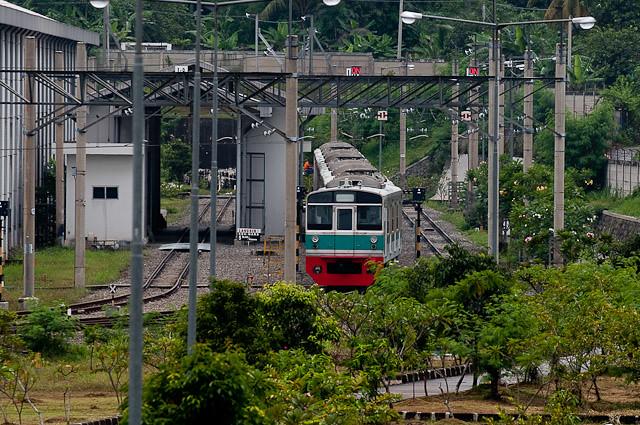 デポック電車区で改造中のJR東日本203系 マト69編成