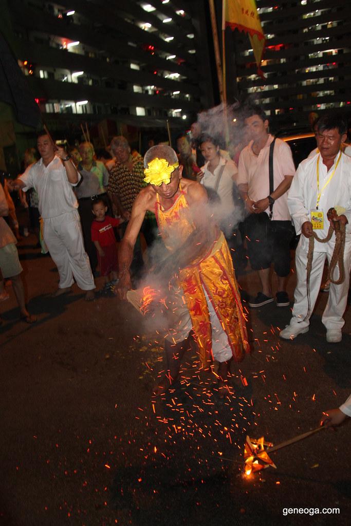 三太子 playing with burning joss sticks