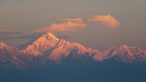 Kanchenjunga at sunrise by tomato umlaut