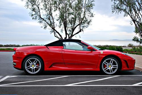 une voiture Ferrari F430 Spider