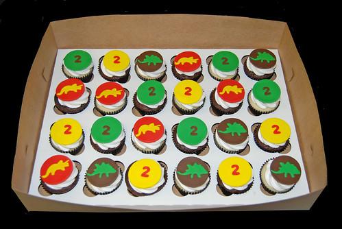 triceratops and stegosaurus dinosaur cupcakes