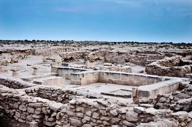 Greek ruins on Failaka Island by CC user q80_outsider on Flickr