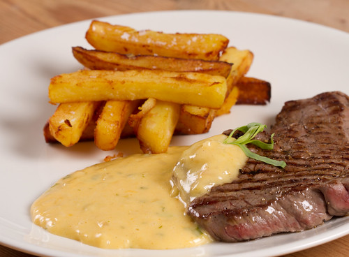 Steak, chunky chips and Béarnaise sauce / Minutipihv, Bearni kaste ja friikartulid