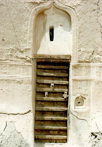 architecture yemen wadi 建築 shibam 扉 ドア イエメン 木彫り シバーム ハダラマート hadahramawt
