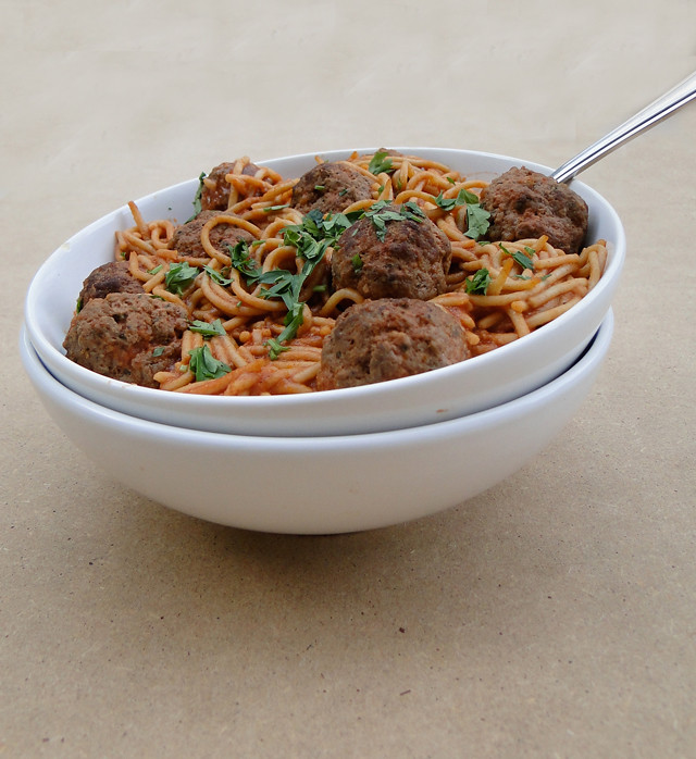 spaghetti with kafta meatballs