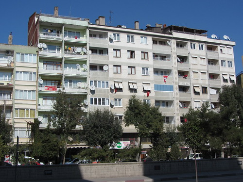 Balikesir: Flags on houses