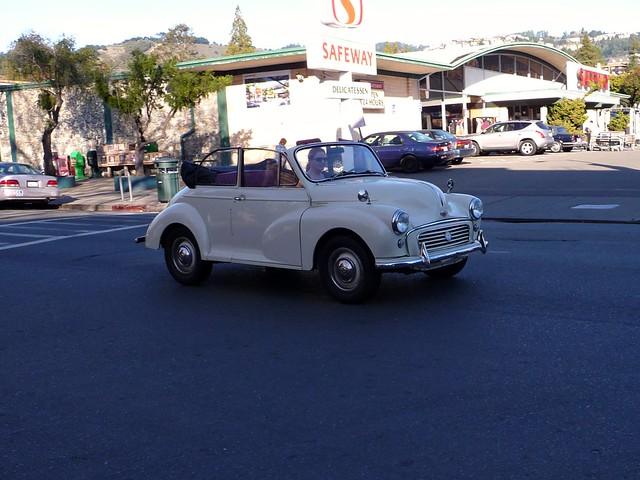 Hey! I know that Morris Minor!