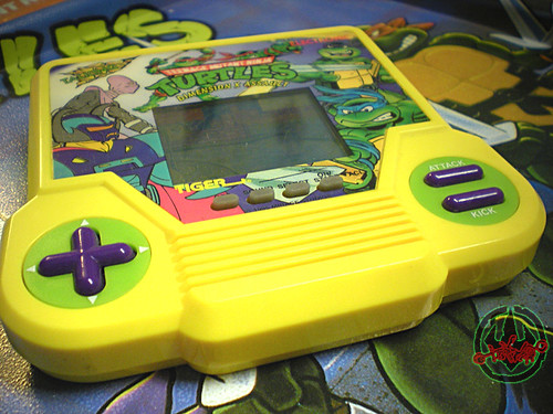 "TIGER ELECTRONICS :: ""TEENAGE MUTANT NINJA TURTLES: DIMENSION-X ASSAULT"" 'TALKING' ELECTRONIC LCD GAME ii (( 1995 ))"