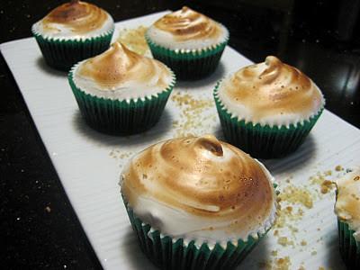 3.2 DumplingLove - S'mores Cupcakes