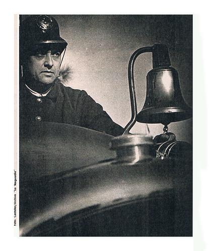 Alerta a las sirenas, fotografía original de Agustí Centelles publicada el 6 de diciembre de 1936 en el periódico La Vanguardia by Octavi Centelles