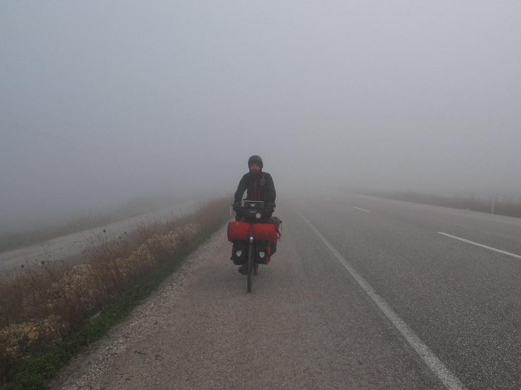 Boira matinera sortint d'Edincik (Turquia)