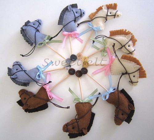 ♥♥♥  Cavalinhos de trazer ao peito... by sweetfelt \ ideias em feltro