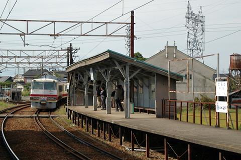 富山地鉄の旧レッドアロー号(寺田駅)