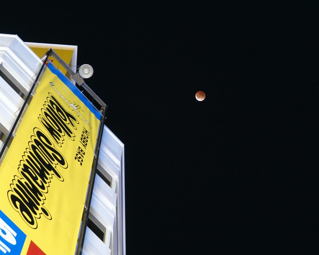 10 Dec 2011 : total eclipse in Akihabara, Tokyo Japan