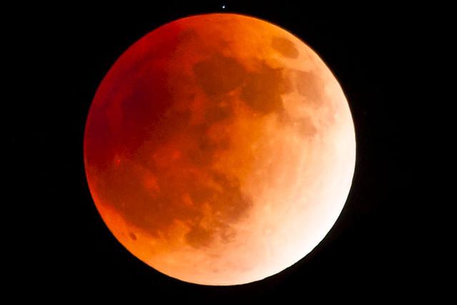 10月8日には日本全国で観察できる?みんなで皆既月食をみよう!