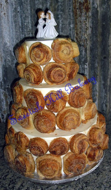 cinnamon bun wedding cake recipe cinnamon roll wedding cake flickr photo 12870