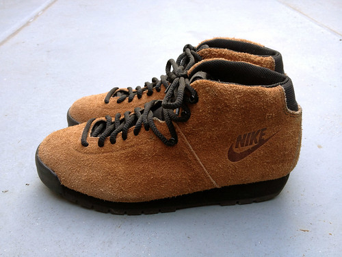 NIKE AIR MAGMA