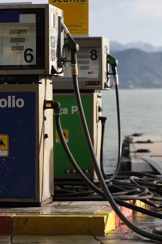 Le pompe di benzina non devono erogare contestualmente gasolio