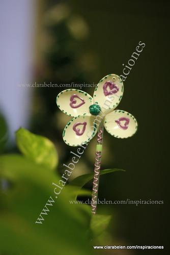 Manualidades: flores para macetas hechas con cucharas de plástico recicladas