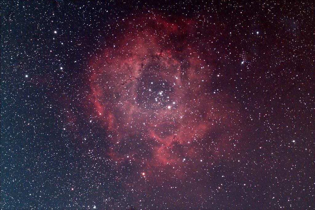 月光下的薔薇星雲