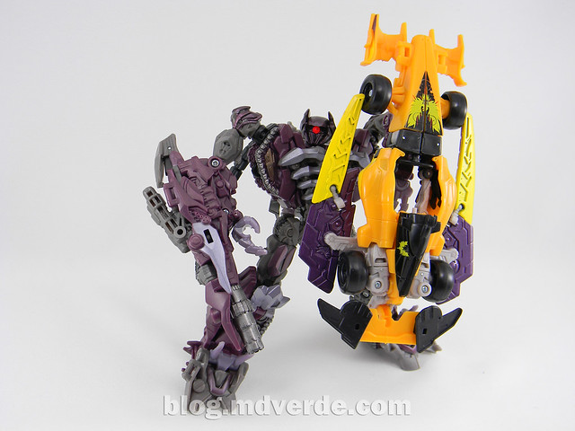 Transformers Drag Strip - Human Alliance Scout - Dark of the Moon - modo arma vs Shockwave