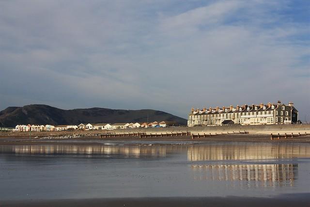 Tywyn seafront Feb 2012 (2)