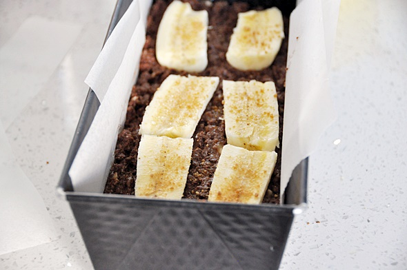 Flourless Banana Chocolate Loaf, Vegan Friendly & Gluten Free | www.fussfreecooking.com