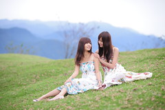 [Free Images] People, Women - Asian, Brother / Sister, One-Piece Dress, People - Two Persons, Women - Sit ID:201112022000