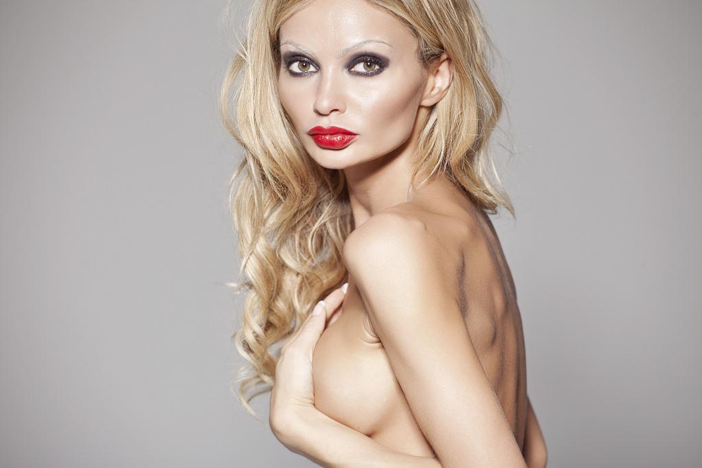 girl topless model Gia Skova Romantic girl Gia Skova American actress and model beautiful nude model Gia Skova