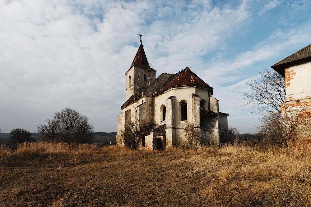 Руїни костелу Св. Трійці (~1594) в Соколівці © 2011 Alex Nedoviziy