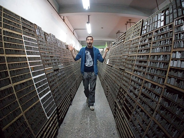 Photo of Paul entering RiXing Type Foundry in Taipei by Tomomi Sasaki, on Flickr