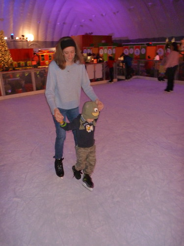 skating with mommy Gaylord ICE 2011