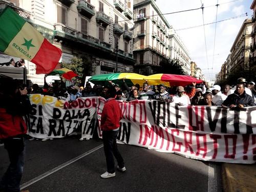 Manifestazione antirazzista per la strage di Firenze!
